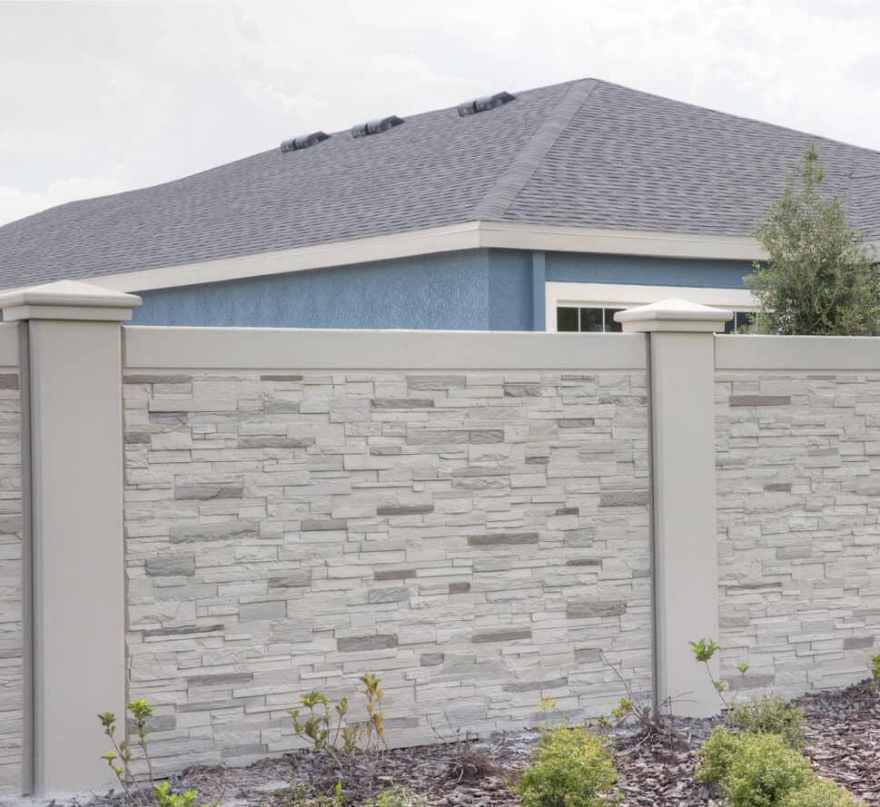 A beton kerítés telepítése embert próbáló feladat