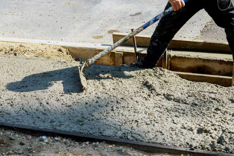 A betonozás lépése a beton eligazgatása