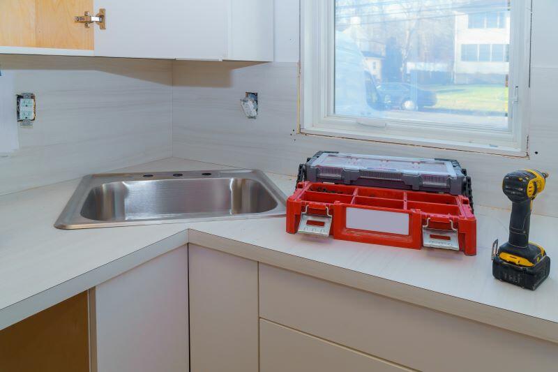 Milyen szerszámok kellenek a konyhapult beépítéséhez?