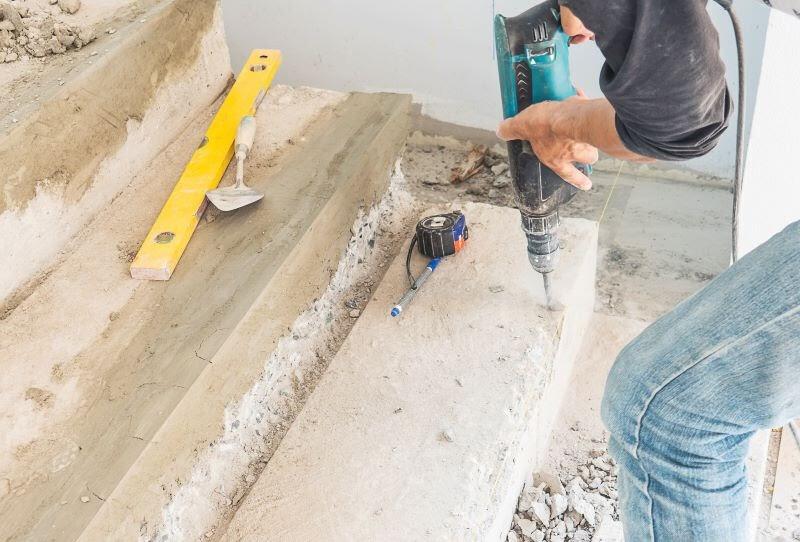Beton fúrására ütvefúró helyett kalapácsfúrót használjunk
