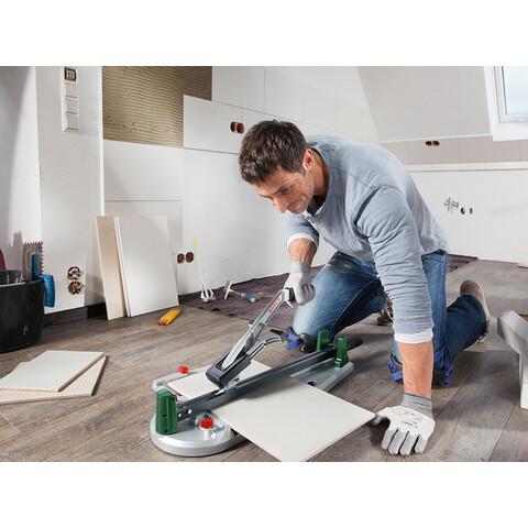 A csempevágó használata elengedhetetlen a csempe és járólap lerakásához