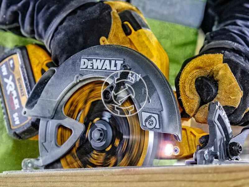 DeWalt DCS578X2-QW akkus körfűrész